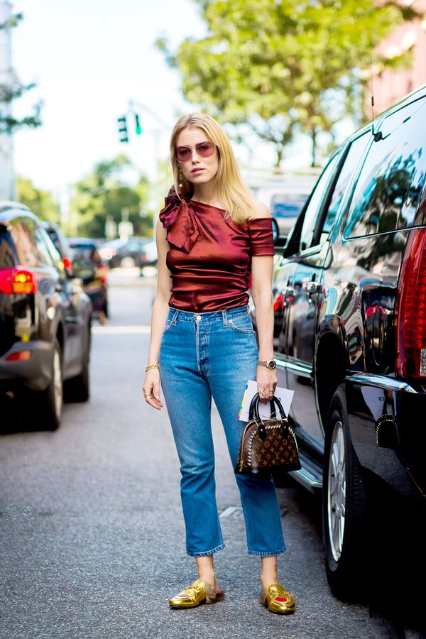 4. Tuck your shirt in to show off afigure-flattering high-waist style.
