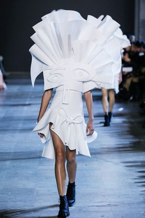 Viktor & Rolf Just Sent Walking Art Down the Runway