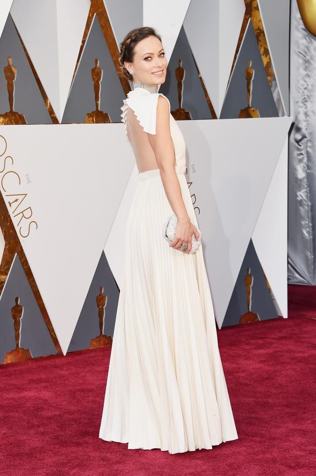 WHO: Olivia Wilde WEAR: Valentino Haute Couture dress; Neil Lane jewellery; Roger Vivier clutch.