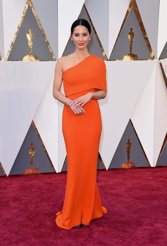 WHO: Olivia Munn WEAR: Stella McCartney dress; Forevermark Diamonds jewelry