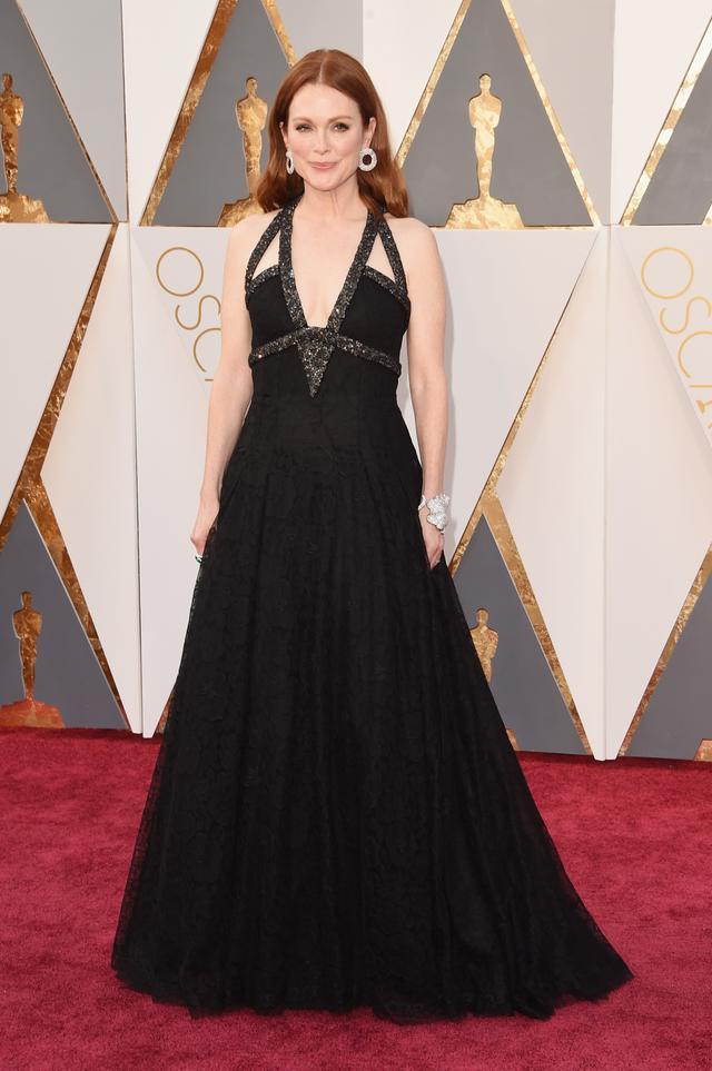 WHO: Julianne Moore WEAR: Chanel gown; Chopard jewellery.