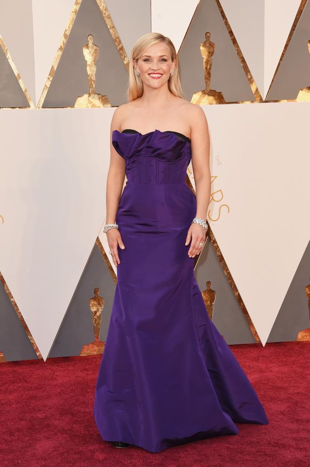 WHO:Reese Witherspoon WEAR:Oscar de la Renta custom gown;Tiffany & Co. jewellery; Jimmy Choo shoes.