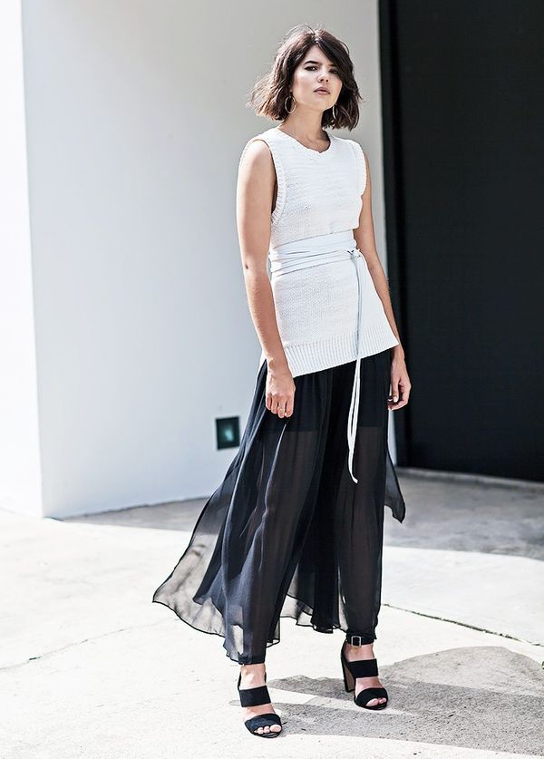 StyleNotes:Belt a sleeveless sweater and finish the look with a flowy maxi skirt.