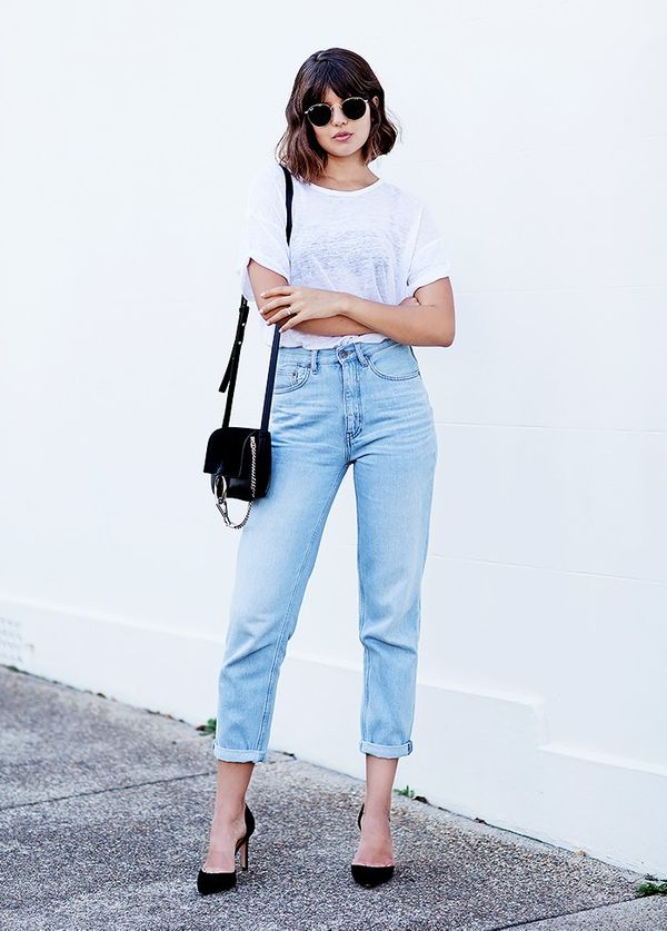 Style Notes:Elevate your white tee and jeanswith classic accessories like a shoulder bag and court heels.