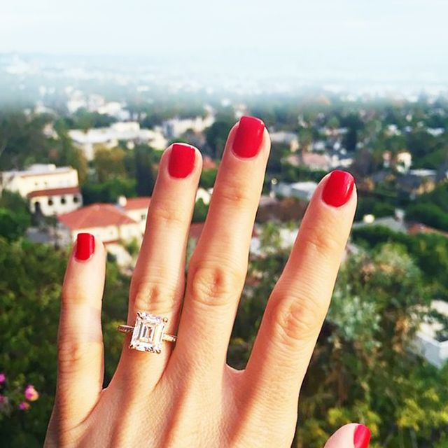 5 Secrets to a Photogenic Engagement Ring Picture