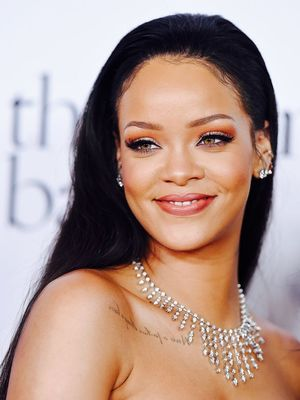 Rihanna Debuted a Sleek Blunt Bob