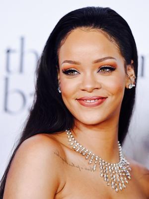 Rihanna Debuted A Sleek Blunt Bob