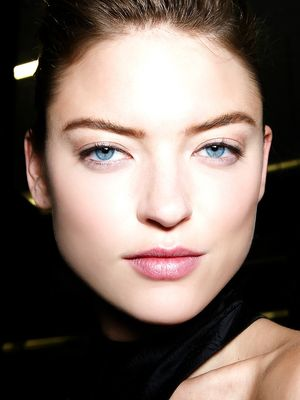 How to Maintain Your Brow Shape Between Appointments (Sans Tweezers)