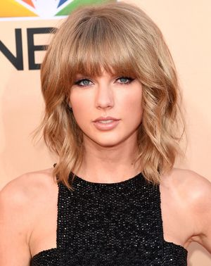 Taylor Swift Debuts Her New Chin-Length Bob at The Grammys
