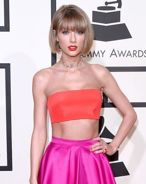 Taylor Swift Swapped Lip Colours at The Grammys and No-One Noticed