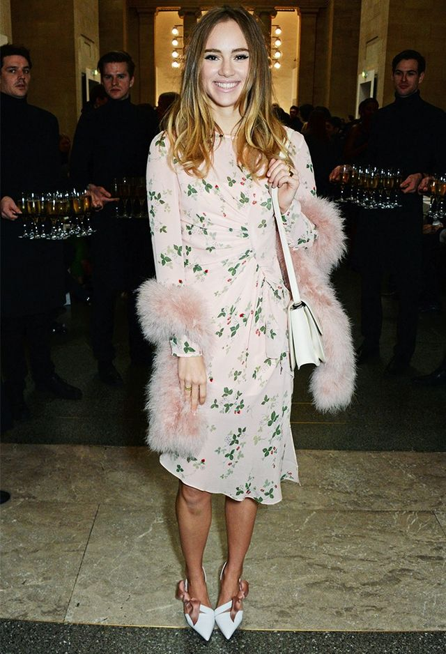 On Suki Waterhouse: Topshop dress, Waverton Feather Scarf(£125) andBow Court Shoes(£115). Which look do you like the most? Let us know in the comments box below.