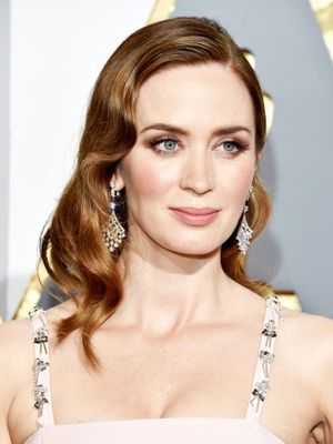 Emily Blunt's Hairstylist Tells Us a Surprising Trick to Make Curls Last