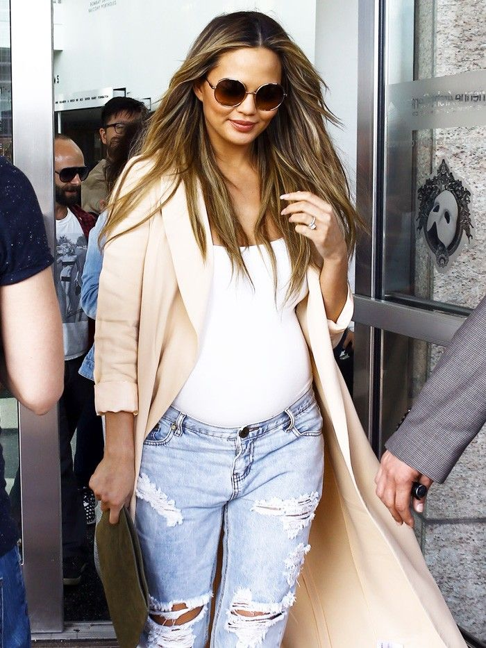 Okay Seriously Chrissy Teigen Has The Chicest Maternity