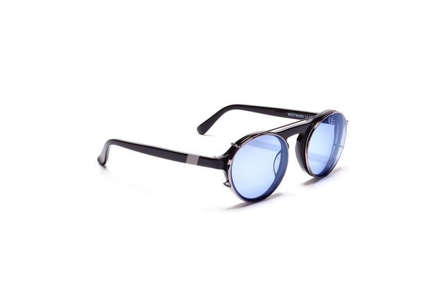 Westward Leaning Dyad With Iris Lenses