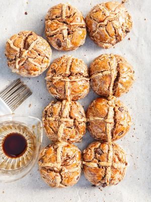These Healthy Hot Cross Buns Taste Better Than the Real Thing