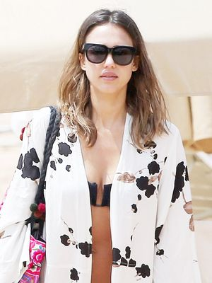 Jessica Alba Inspires Our Spring Break Style