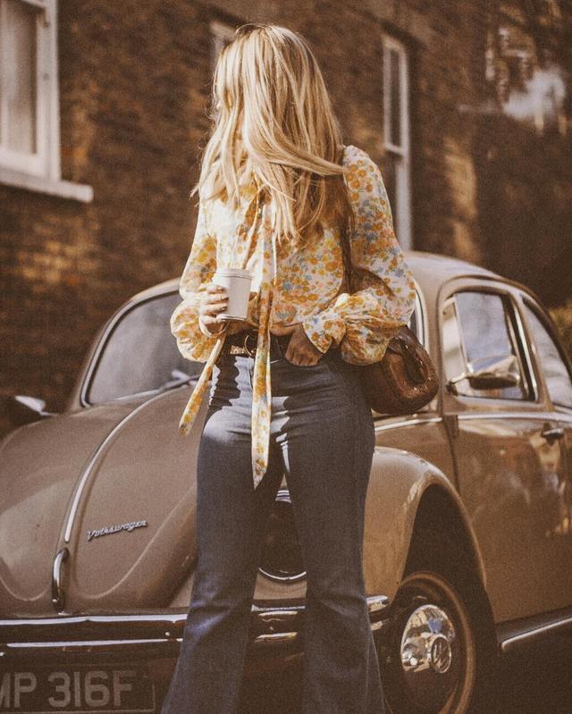 Vintage 1960s Floral Bell Sleeve Shirt