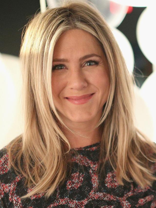 The 2 Fashion Items Jennifer Aniston Kept From Friends Set