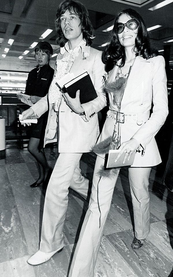 Matching suits for Mick and Bianca Jagger's airport style in 1970—the pair wasoff to the Bahamas!