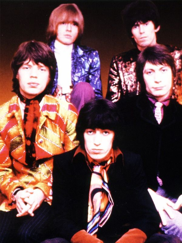 Another Rolling Stones–style print extravaganza. Think we may take a tip from this: Wear a clashing neck scarf with your patterned shirt.
