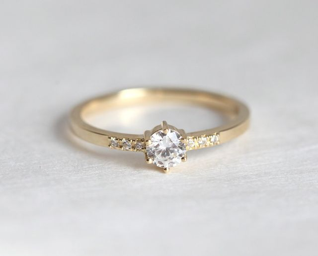 Minimal VS 0.25 Carat Gold Engagement Ring