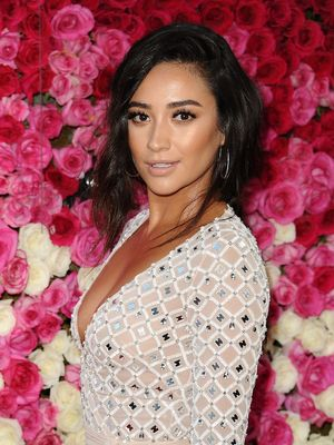 This Drugstore Bronzer Is the Secret to Shay Mitchell's Beachy Glow
