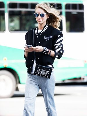 8 Work Outfits You Can Wear With Sneakers