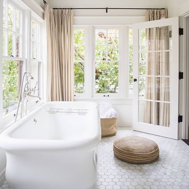 You Only Need 5 Pieces to Try These Bathroom Décor Trends (Yes, Really)