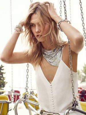 Karlie Kloss Shows Us How to Wear Metallic Pieces for Festival Season
