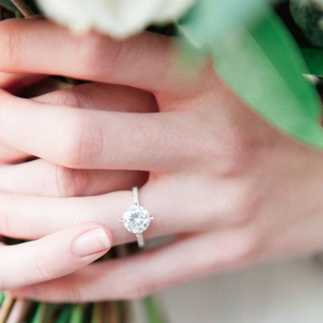 The Real Difference Between 1 and 2-Carat Engagement Rings