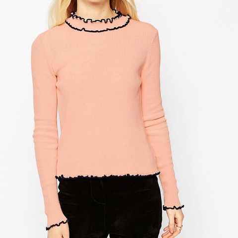 Sweater in Rib with Ruffle Neck With Tipping