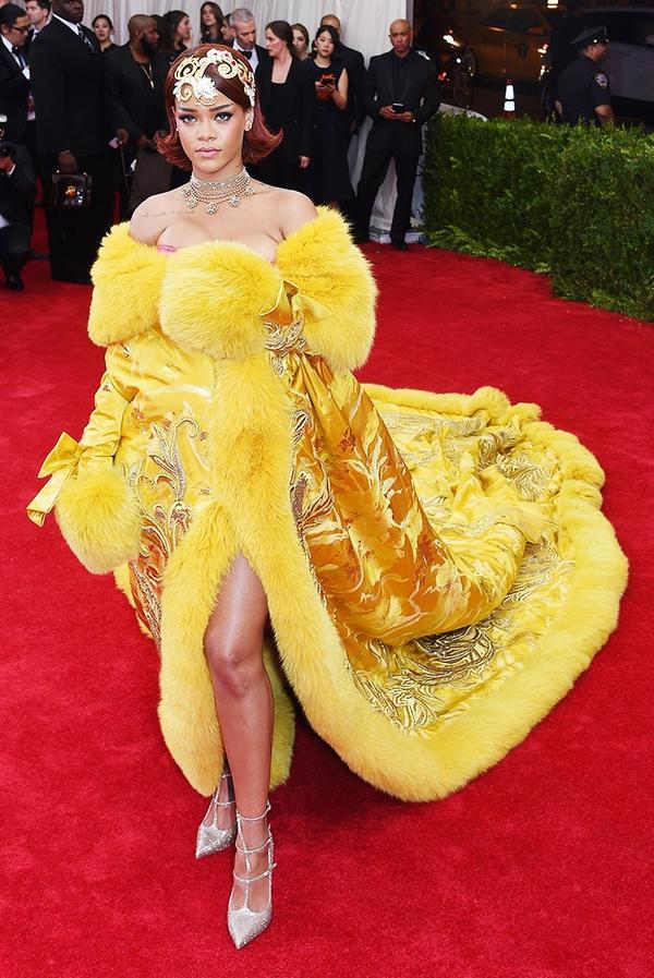 WHO:Rihanna WEAR:Guo Pei gown.
