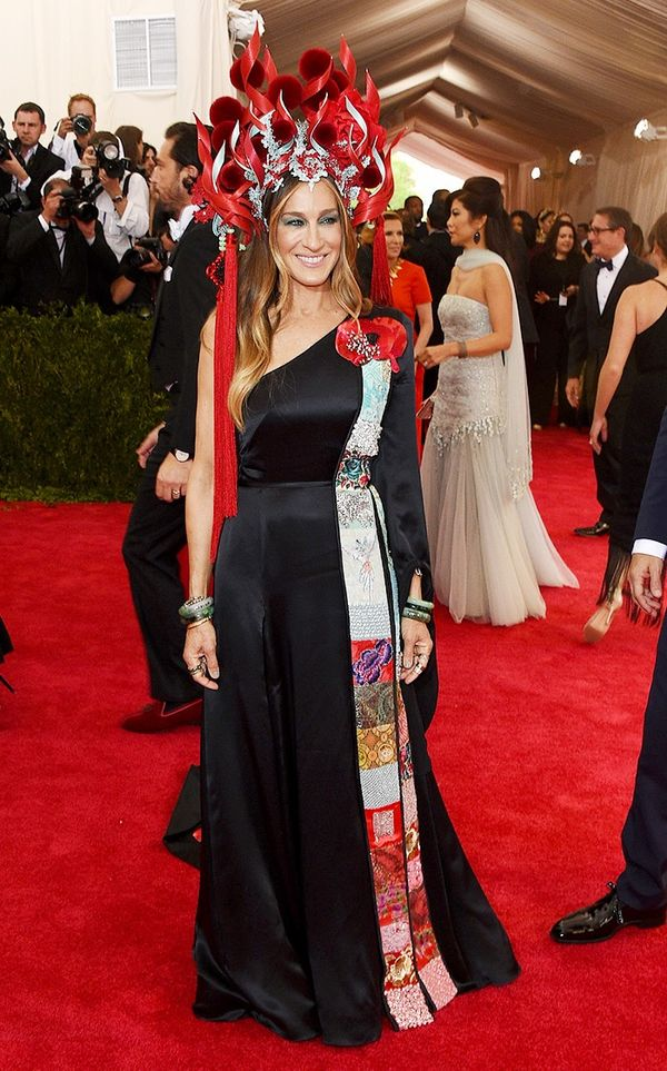 WHO:Sarah Jessica Parker WEAR:Philip Tracey hat; H&M dress; Cindy Chao brooches; Fred Leighton jewelry. Opening Image: Axelle/Bauer-Griffin/FilmMagic Who are you most excited to see...