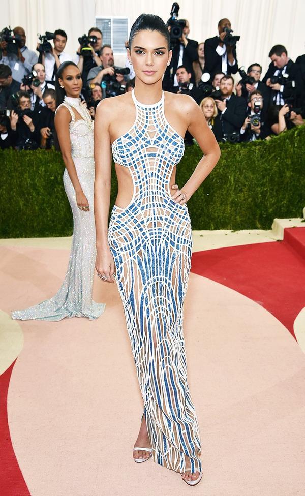 WHO: Kendall Jenner WEAR: Atelier Versace gown;Lorraine Schwartz jewellery.