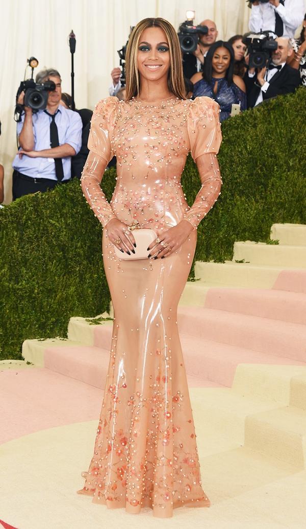 WHO:Beyoncé WEAR: Givenchy gown;Lorraine Schwartz jewellery.