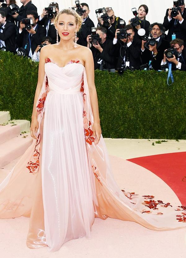 WHO: Blake Lively WEAR: Burberry gown;Lorraine Schwartz jewellery; Christian Louboutin heels.