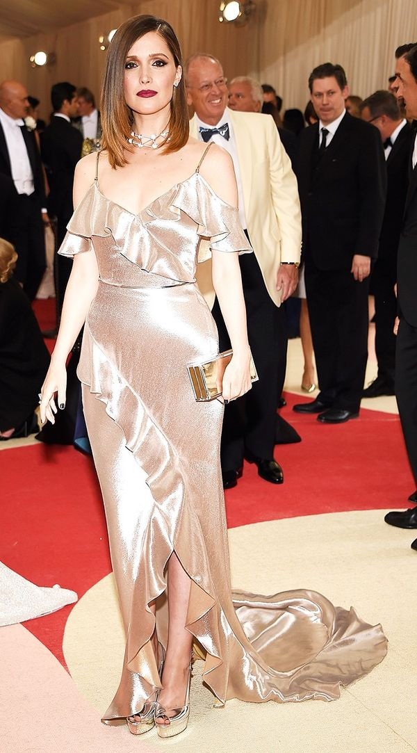 WHO:Rose Byrne WEAR:Ralph LaurenCollection gown; Jimmy Choo clutch.