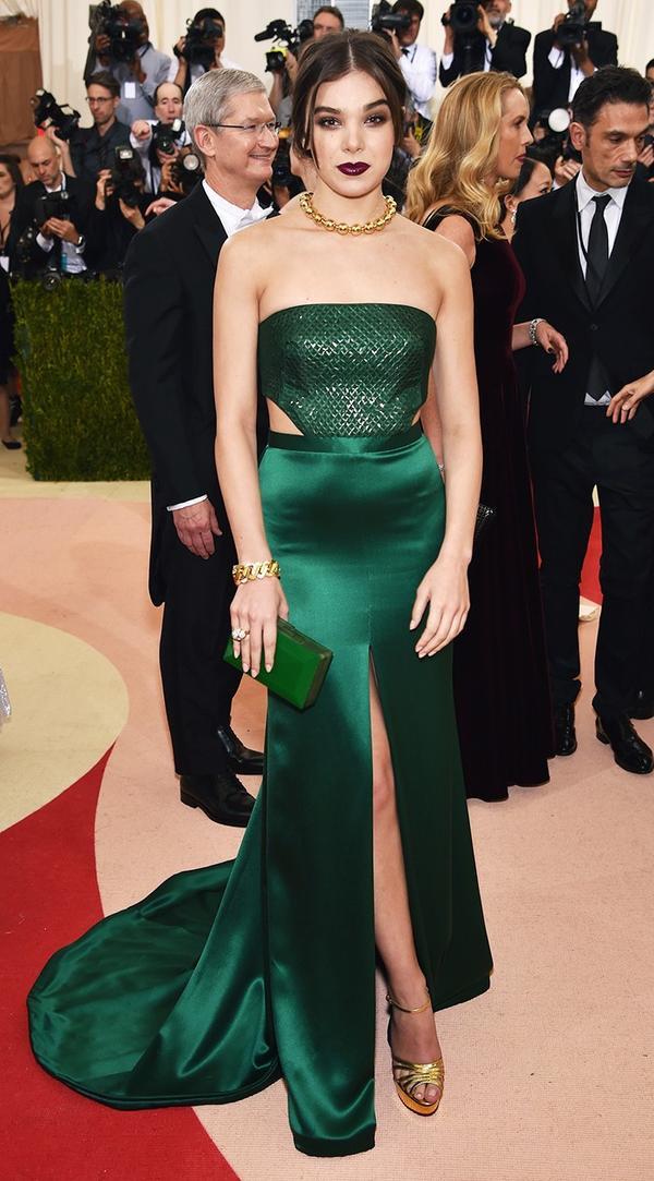 WHO: Hailee Steinfeld WEAR: H&M gown; David Webb jewellery.