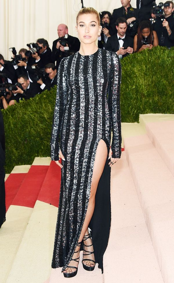 WHO: Hailey Baldwin WEAR:Tommy Hilfiger gown.