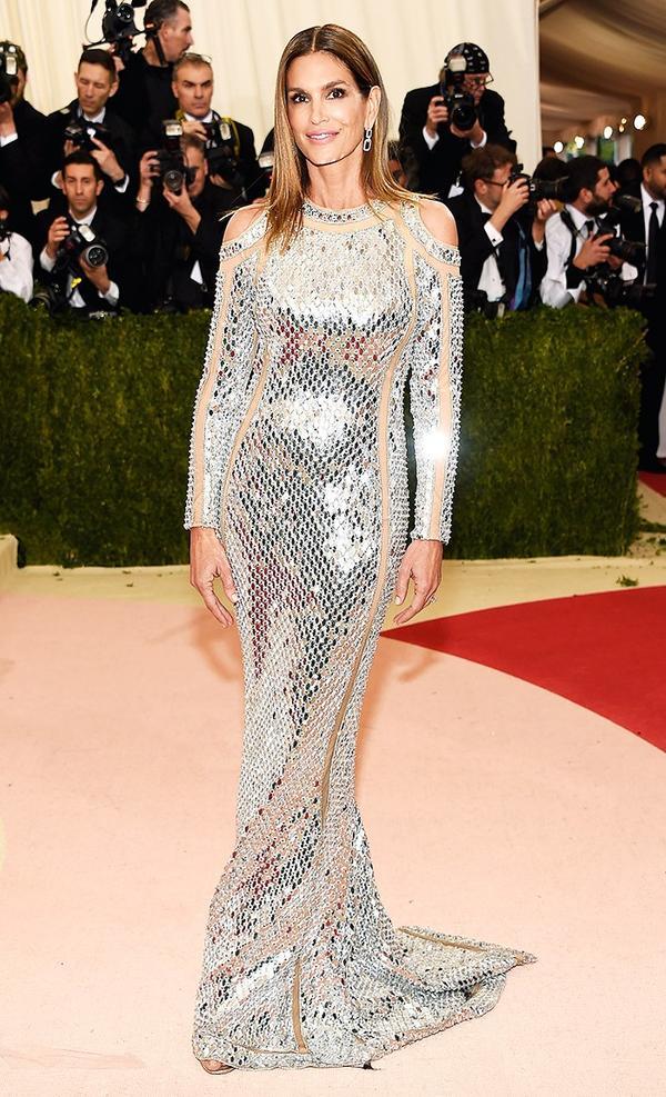 WHO: Cindy Crawford WEAR: Balmain gown.