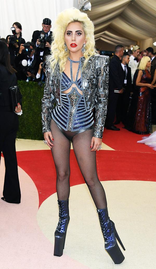WHO: Lady Gaga WEAR: Atelier Versace outfit; Lorraine Schwartz jewellery.