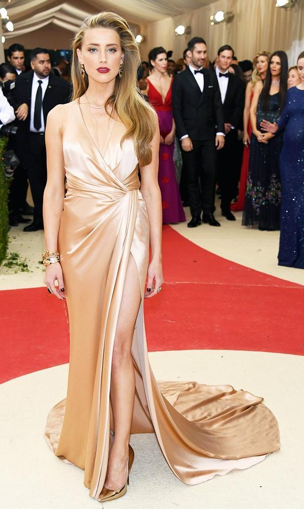 WHO: Amber Heard WEAR: Ralph Lauren Collection gown; Anita Ko jewelry; Jimmy Choo shoes.