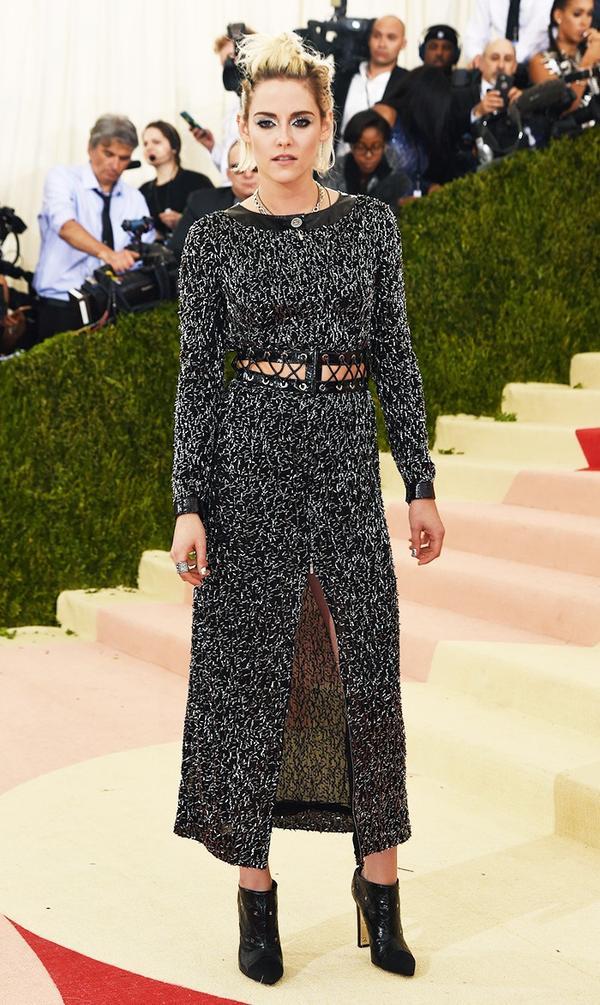 WHO: Kristen Stewart WEAR: Chanel dress.