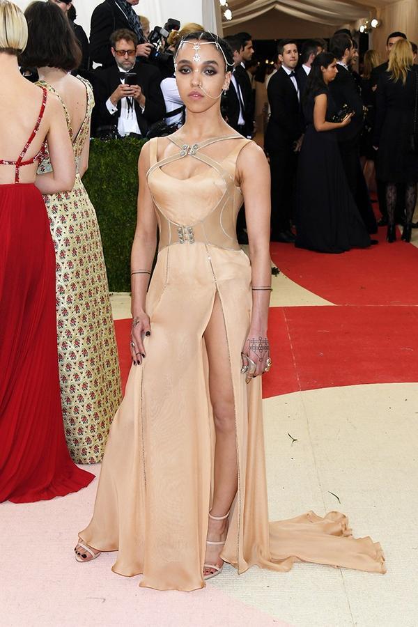 WHO: FKA Twigs WEAR: Atelier Versace gown; Giuseppe Zanotti heels.