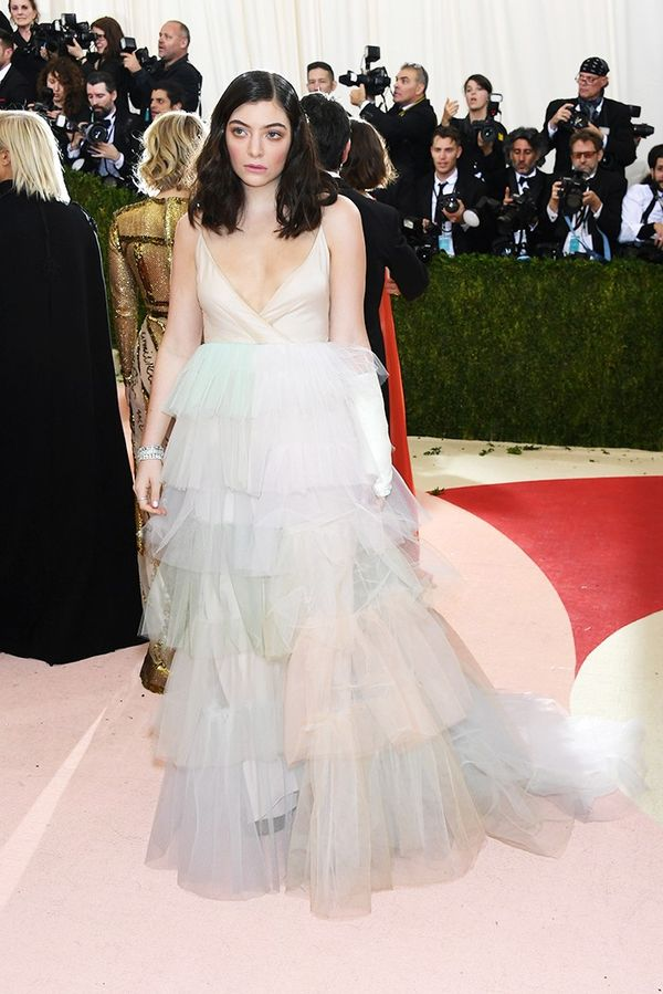 WHO: Lorde WEAR: Valentino gown; Giuseppe Zanotti heels.