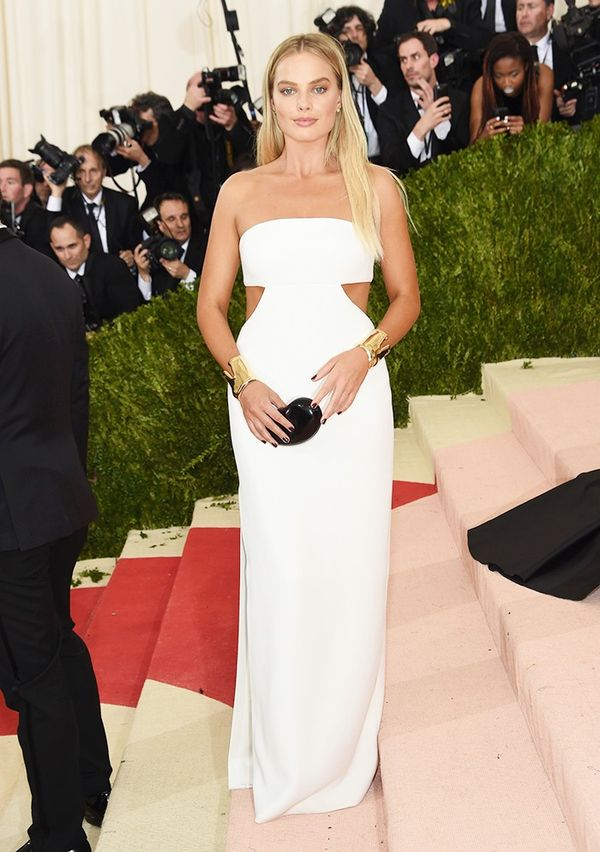 WHO: Margot Robbie WEAR: Calvin Klein Collection gown; Tiffany & Co. jewels; Jimmy Choo sandals.