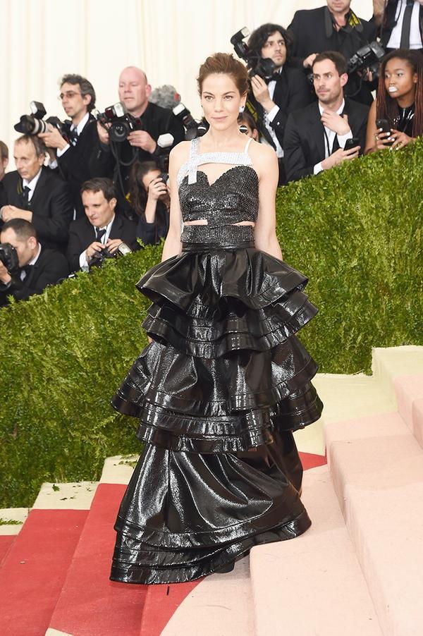 WHO: Michelle Monaghan WEAR: Rosie Assoulin gown;La Ligne x Edie Parker bag.