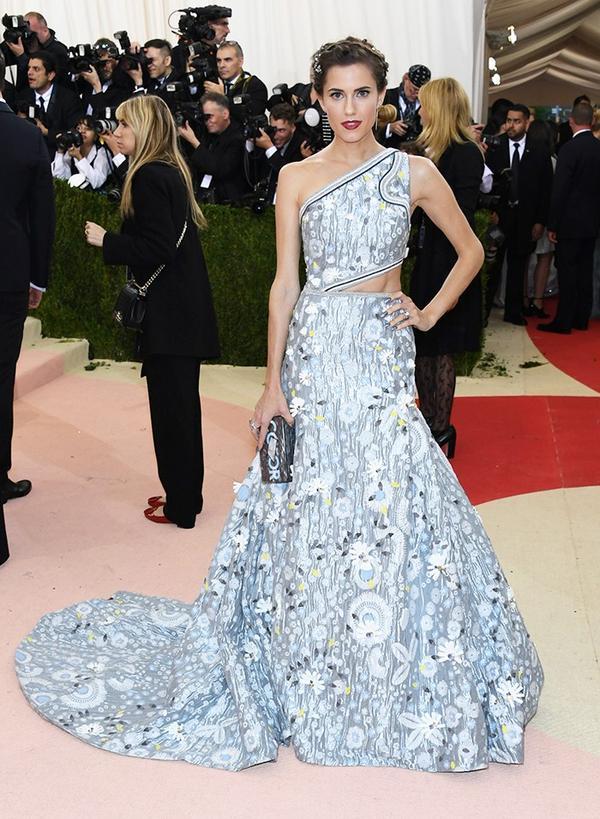 WHO: Allison Williams WEAR: Peter Pilotto gown; La Ligne x Edie Parker clutch.