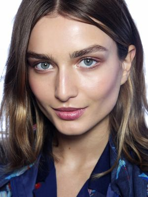 Meet Non-touring: The Perfect Makeup Trend for Summer