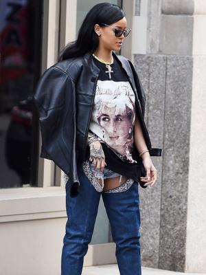 How Rihanna's Thigh-High Boots Broke the Internet